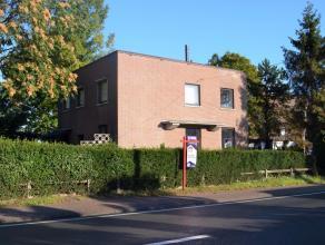 Een gelijkvloersappartement, vrij van trappen, en volledig instapklaar.<br /> Op 1 kilometer van de oprit E40, dichtbij winkels, scholen en openbaar v