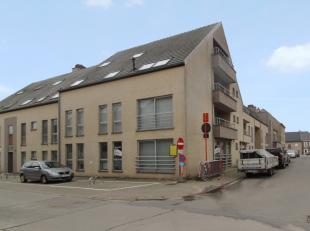 Deze moderne handelsruimte bevindt zich in centrum Sint-Lievens-Houtem. De handelsruimte is gesitueerd op het gelijkvloers van residentie Agora II. Bi