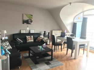 Dit appartement is gelegen op de tweede verdieping en omvat het volgende: lichtrijke leefruimte met open keuken en aansluitend terras. De nachthal gee
