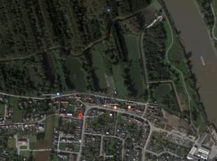 Te renoveren of te slopen handelspand nabij Schelde (2-3 App.)<br /> Op wandelafstand van de Schelde en het pittoreske Vlassenbroek, hebben wij voor u