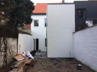 Deze woning werd gerenoveerd met het oog op een optimale benutting van alle ruimtes. Zo werd de woning voorzien van 2 badkamers, 3 toiletten, 4 slaapk
