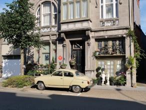 Dit prachtig herenhuis is in het jaar 1924 opgetrokken in Art Deco stijl en is tot op heden in originele staat gebleven m.u.v. de aanpassingen naar he