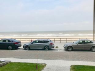 Het appartement bevindt zich in het appartementsgebouw Mélanie. Het is gelegen op de zeedijk vlakbij eetgelegenheden, winkels en restaurants. H