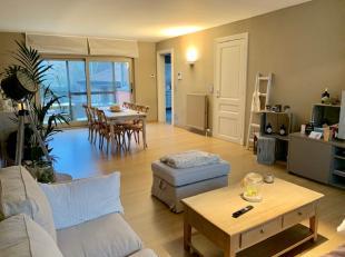 Ruim en gezellig duplex-appartement van 172m² groot met ruim terras, gelegen in het nabije dorp van Laarne. Het appartement beschikt over een gro