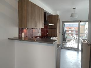 Instapklaar appartement (108 m²) gelegen op het 2de verdiep, in het centrum van Wetteren en op wandelafstand van de Markt.Inkomhal met apart toil