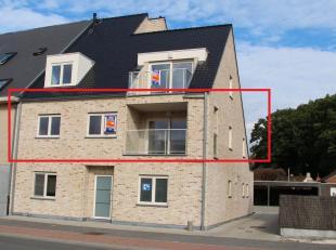 Ruim en splinternieuw appartement bestaande uit een aparte inkom, zithoek, volledig ingerichte keuken met eetplaats, terras vooraan, toilet, berging,