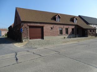 Rustieke villa HOB in fermettestijl ° 1975 met atelier 100 m² en grote garage .(poorthoogte 3m, drijfkracht aanwezig)Mogelijks geschikt voor