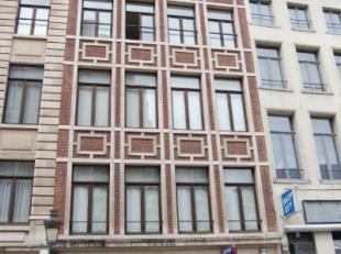 In het hartje van Brussel bevindt zich deze uitzonderlijke commerciële begane grond, in de onmiddellijke nabijheid van het Centraal Station en de