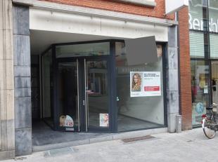 Handelspand te huur, gelegen te Leuven op een toplocatie, Diestsestraat 135, voorheen uitgebaat door Hans Anders. <br /> Het gelijkvloers heeft een op
