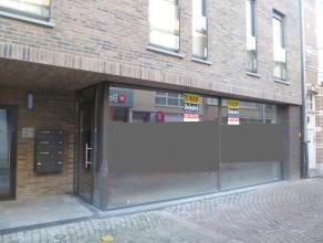 Nieuwbouw handels/kantoorruimte te koop, gelegen te Duffel, Kiliaanstraat 15, rechts van Standaard Boekhandel. <br /> Het pand heeft een oppervlakte v