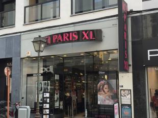 Winkelpand te huur, gelegen in het centrum van Luik- Rue Cathédrale 87-93. <br /> Het pand heeft een winkeloppervlakte van 193 m² en een