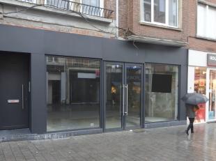 Compleet vernieuwd handelspand, gelegen te Leuven- Diestsestraat 29-31. <br /> Het pand heeft op het gelijkvloers een winkeloppervlakte van 236 m&sup2