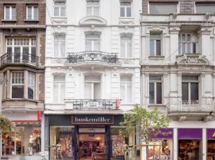 Prachtige winkelruimte met grote raampartijen te huur, gelegen in het centrum van Charleroi- Rue de la Montagne 39 (momenteel Hunkemöller).  <br