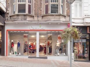 Mooi handelsgelijkvloers te huur, gelegen in het centrum van Charleroi- Rue de la Montagne 41. <br /> Dit pand heeft een handelsoppervlakte van 80 m&s