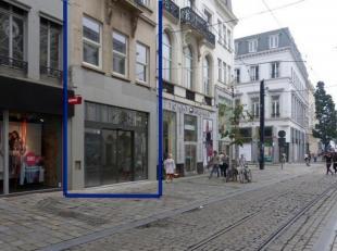 Dit handelspand is gelegen in de beste winkelstraat van Gent, de Veldstraat.Het pand geniet van een echte topligging en enorm veel passage. <br /> Win