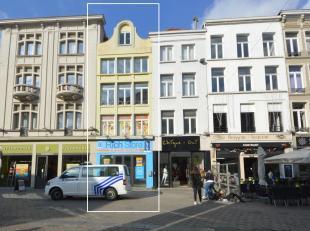 TOP gelegen handelspand te huur in het centrum van Gent tussen de 'Lange Munt' en de 'Vrijdagmarkt'. Dit pand bestaat uit een handelsgelijkvloers van