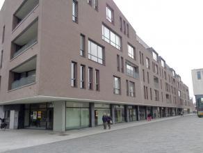 Modern handelspand te huur, gelegen in het centrum van Kapellen- Dorpsplein 6. <br /> Het pand heeft een oppervlakte van 400 m², maar kan eventue