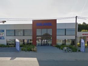 Prachtig handelspand met een totale commerciële oppervlakte van ongeveer 664 m² + acht privatieve parkeerplaatsen, centraal gelegen op de Na