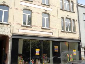 Nieuwbouw handelsgelijkvloer/kantoor te koop, gelegen in het centrum van Mortsel. <br /> Het pand heeft een oppervlakte van 199 m². De plannen v
