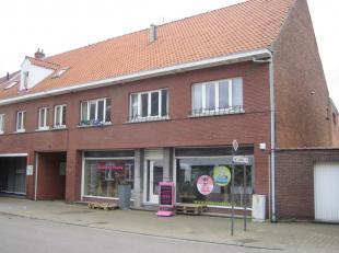 Kantoor/handelsruimte te huur, gelegen te Beverlo (Beringen). <br /> Dit pand heeft een gelijkvloerse oppervlakte van 450 m² en omvat é&ea