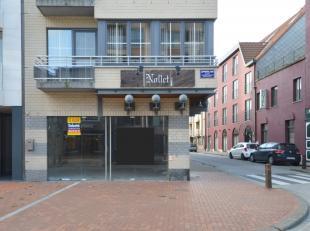Commercieel gelegen hoekpand te huur, met een gelijkvloerse oppervlakte van ca. 105 m². <br /> Het pand is gelegen in het hartje van het centrum