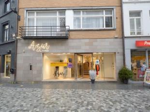 Modern handelspand te huur, gelegen op een toplocatie in Halle. <br /> Deze eigendom bestaat uit een winkelruimte van ca. 117 m² + berging van ca