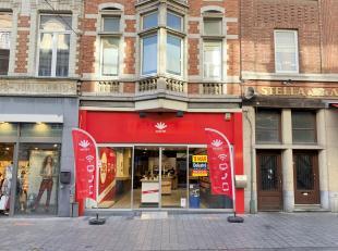 Top gelegen handelseigendom te huur, gelegen op de beste winkelstraat van Leuven. <br /> Dit pand heeft een gelijkvloerse oppervlakte van ca. 122 m&su