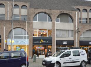 Top gelegen handelspand in het centrum van Dendermonde op de belangrijkste winkelstraat. <br /> Het pand heeft op het gelijkvloers een oppervlakte van