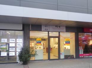 Top gelegen unit te huur met een oppervlakte van ca. 83 m², gelegen in het winkelcentrum 'De Kern'. <br /> Dit pand bevindt zich in de directe om