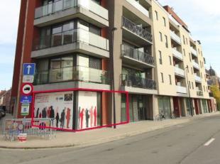 Vier nieuwbouw handelsruimten te koop, gelegen in de stationsomgeving van Roeselare. <br /> Deze buurt heeft echt alles in zich om dé buurt van