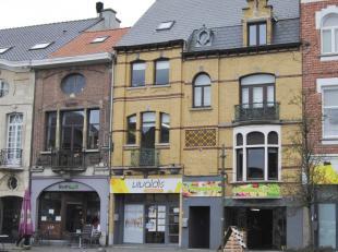 Karaktervolle handelseigendom, gelegen in het volle centrum van Dendermonde. <br /> Dit pand bestaat uit een handelsgelijkvloers van ca. 83 m², +