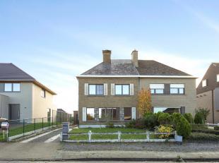 Centraal gelegen woning op een perceel van ca. 06 a in het centrum van Zottegem. <br /> Dit pand werd in 2015 grotendeels gerenoveerd (nieuwe keuken,