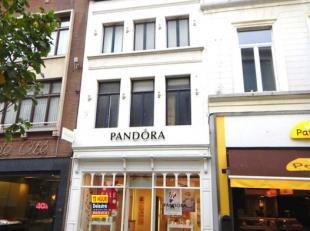 Handelspand met een opp. van ca. 110 m², gelegen op het beste stuk van de drukke winkelwandelstraat Bruul, de hoofdwinkelstraat van Mechelen. De