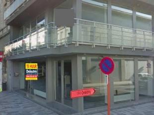 Cruciaal instapklaar hoekpand, gelegen op de beste winkelstraat van Sint-Niklaas, vlak tegenover 'C&A'.  <br /> Dit pand heeft een gelijkvloerse o