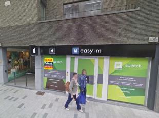 Modern handelsgelijkvloers te huur, gelegen op het beste gedeelte van de beste winkelstraat van Lommel. Het pand heeft een oppervlakte van ca. 180 m&s