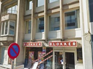 Handelsgelijkvloers/kantoor te koop, gelegen in het centrum van Zwevegem; Dit gelijkvloers heeft een oppervlakte van ca. 667 m² + twee privatieve