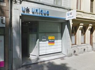 Kantoor/handelspand (gelijkvloers) te huur, gelegen in het volle centrum. Dit pand heeft een gelijkvloerse oppervlakte van ca. 80 m². <br /> De m