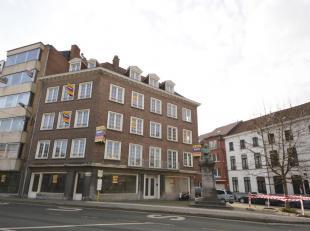 In het volle centrum van Kortrijk vindt u dit interessant renovatieproject, bestaande uit een handelsgelijkvloers of kantoor, zes appartementen, twee