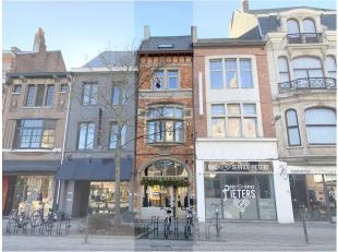 Karaktervol handelspand met woonst te huur, gelegen in het volle centrum van Dendermonde. Dit pand heeft een gelijkvloerse oppervlakte van ca. 75 m&su