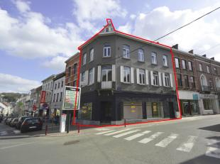 Prachtig hoekpand met karakter op de beste locatie in het centrum van Geraardsbergen (hoek tussen 'Grotestraat' en 'Lessensestraat').  Dit betreft een