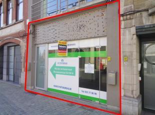 Instapklaar kantoor te huur (voorheen 'Het Poetsbureau'), gelegen in het centrum van Dendermonde. Dit pand heeft een gelijkvloerse oppervlakte van ca.