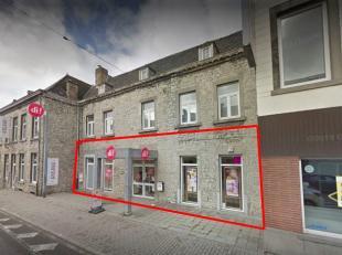 Handelsgelijkvloers te huur, gelegen te Bouge op een drukbezochte baanlocatie. <br /> Dit pand heeft een gelijkvloerse oppervlakte van ca. 300 m²
