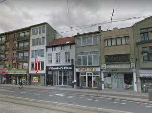 """Dit pand is gelegen op de recent vernieuwde Bredabaan te Merksem, De winkel bevindt zich vlakbij """"Multipharma"""", """"Domino's Pizza"""", """"Hema"""", """"Neckermann"""""""