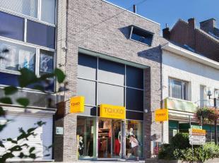 Moderne opbrengsteigendom (bouwjaar 2009) te koop, gelegen in het centrum van Geraardsbergen. <br /> Dit pand heeft een gelijkvloerse oppervlakte van