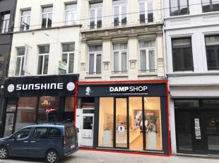 Investeringseigendom te koop, gelegen op één van de bekendste winkelstraten van Antwerpen centrum. Dit pand heeft een gelijkvloerse oppe
