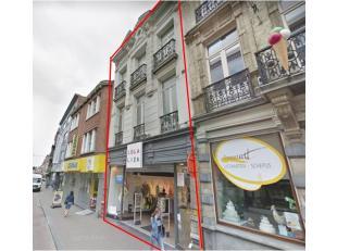 Karaktervolle opbrengsteigendom te koop, gelegen in het centrum van Tienen. <br /> Dit pand heeft een gelijkvloerse oppervlakte van ca. 160 m² +