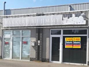 Commerciële ruimte (voorheen bakkerij) te huur van ca. 80 m² op een retailpark met Aldi, Gamma, een taverne, … <br /> De maandelijkse huurpr