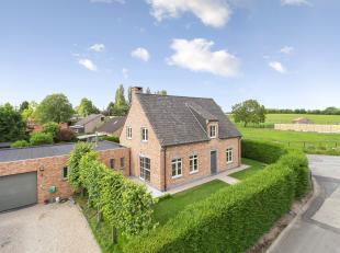 Deze prachtige villa met atelier-opslag is gelegen in het landelijke Nieuwenhove. De villa werd opgetrokken in 2009 en is COMPLEET instapklaar. Het ge