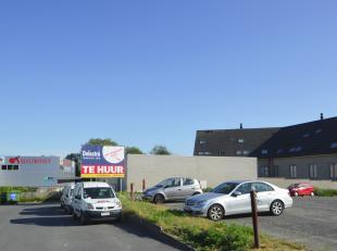 Instapklaar magazijn mét ruime privé parking te huur, gelegen aan de 'Mallaard' in Ninove. <br /> Dit pand heeft een oppervlakte van ca.