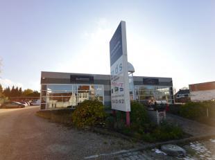 Voor meer info of een bezoek bel 054 33 62 52- Kantoor/winkelruimte/showroom te huur, commercieel gelegen op de drukke verbindingsweg tussen Ninove en